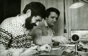 Voja Antonic is on the right, preparing a Galaksija prototype.